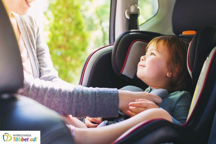 Ne hagyd az autóban! – 10 perc alatt akár 70 fok is lehet a tűző napon parkoló járművekben
