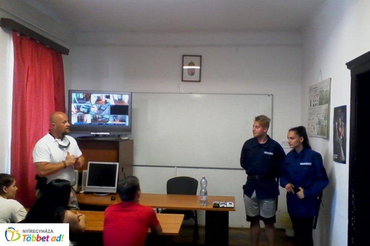 Szakmai nap Nyírbátorban – Diákok pillanthattak be a rendőri élet kulisszatitkaiba
