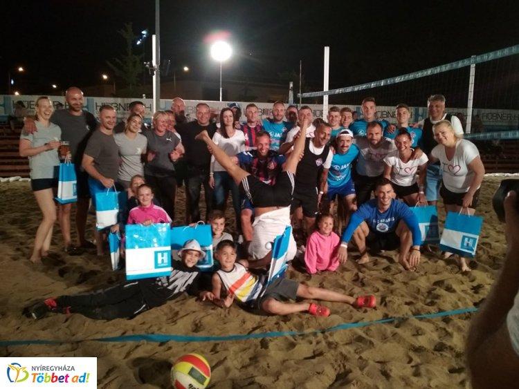 Ütős kis este volt – Remek meccseket vívtak a belvárosi homokban a sportcsapatok