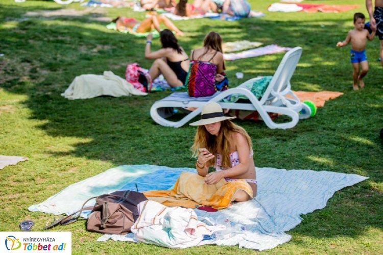 Vasárnap extrém UV-B-sugárzás várható – 11 és 15 óra között érdemes kerülni a napozást!