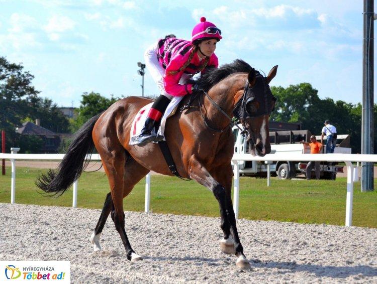 Mauritiuson ül majd nyeregbe a fiatal lovas lány – Interjú Záhonyi Vanesszával