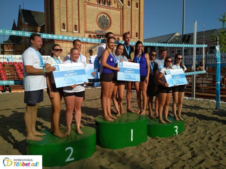 Fordulatos meccsek a Hübner Strandröplabda versenyen - a 4ever a győztes!
