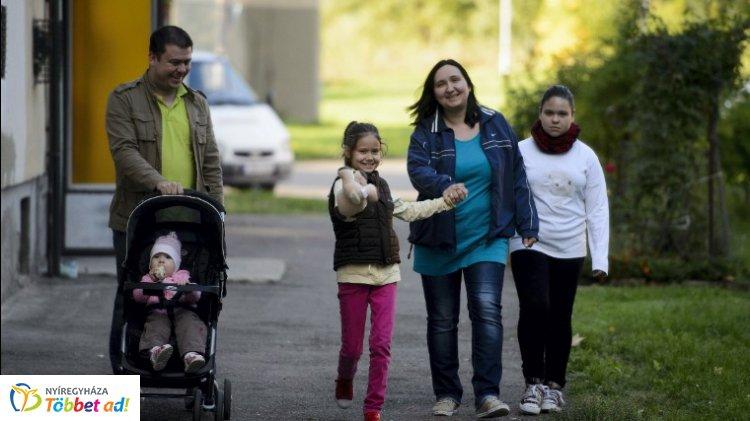 Már lehet igényelni a családtámogatásokat  – Itt vannak a részletek
