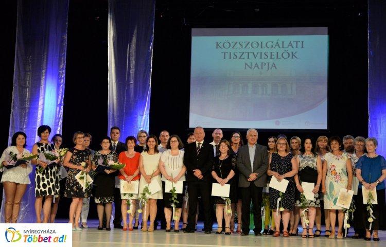 Köztisztviselők Napja – Elismeréseket adtak át és Mészáros Árpád Zsolt is fellépett!