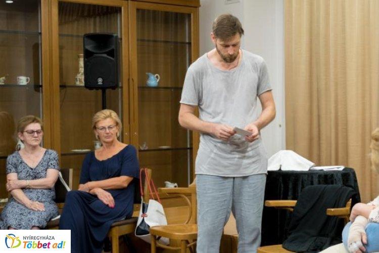 Újabb teltházas előadásnak adott otthont a Bencs Villa – Nyíregyházán járt Makranczi Zalán