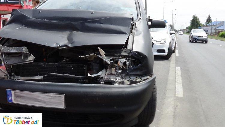 Ráfutásos baleset történ a Kállói úton, rendőri intézkedésre is szükség volt