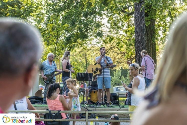 Ezen a hétvégén is volt Zene Sóstón - Feldolgozások a No Dress Code Acoustictól