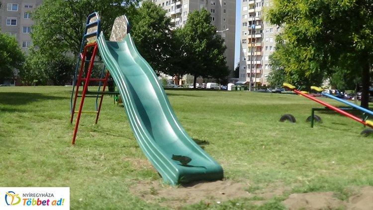 Megrongáltak egy csúszdát Örökösföld egyik játszóterén - Baleset is történhetett volna