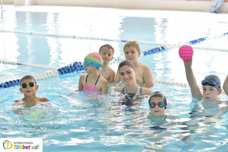 Kedveltek az önkormányzati nyári napközis táborok! Ma az úszótáborban jártunk!