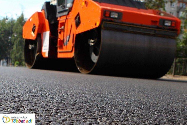 Gőzerővel folynak az útfelújítási munkálatok Nyíregyházán