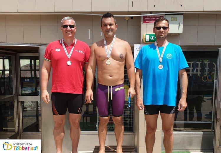 Érmes szenior úszók - jól szerepeltek a bajnokságon a Nyírsenior versenyzői
