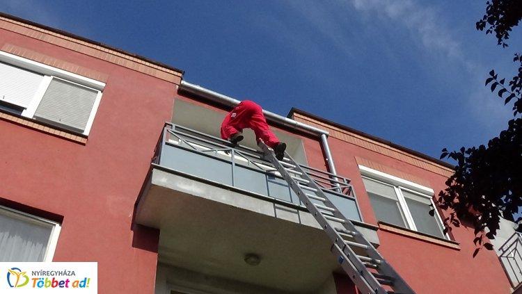 Kizárta magát véletlenül a lakásból - A Speciális Mentők segítettek