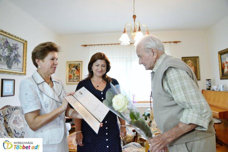 Városunk szépkorú polgárát, Dr. Pethő Ferencet köszöntötték 90. születésnapja alkalmából