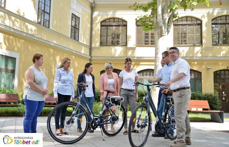 Elektromos kerékpár a Michelintől – A gyár a városnak adományozott két hybrid bringát!
