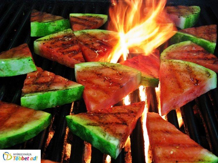 Különleges nyári gyümölcssalátát ajánlunk, érdemes elkészíteni, megkóstolni!