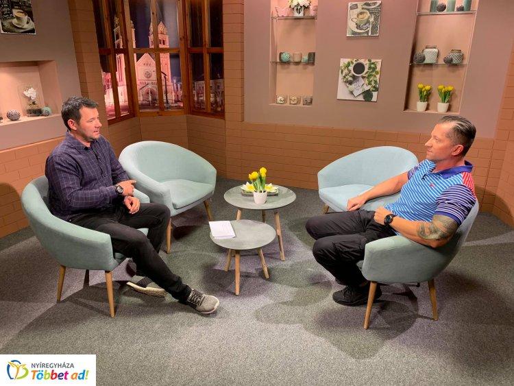 Horváth Péter a Nyíregyházi Televízió stúdiójában járt és nyári mozgástippeket is adott