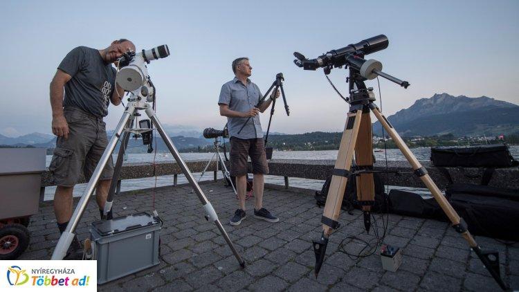 Emberek tízezrei láthatják a keddi részleges holdfogyatkozást