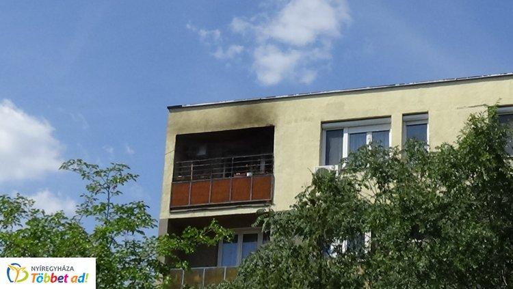 Helyszíni felvételek a Ferenc körúti tűzesetről – Egy személyt hoztak ki a lakásból!