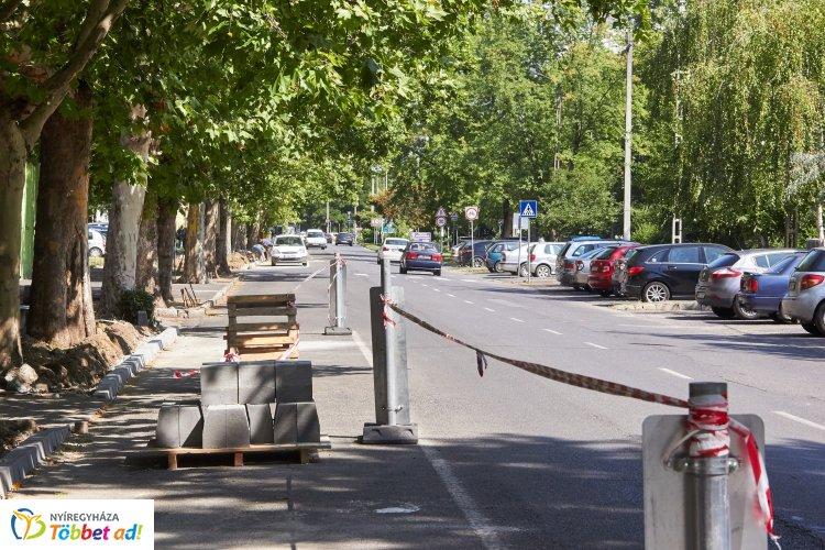 Kezdődjön jó hírrel a nap! Jó ütemben halad a Vasvári Pál utca első szakaszának felújítása