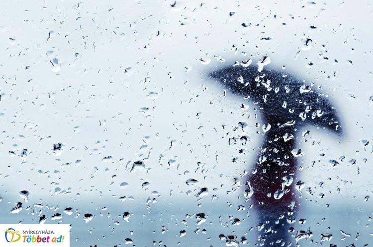 Kiadták a figyelmeztetést: szinte bárhol eshet ma az eső,  erős szél is lehet