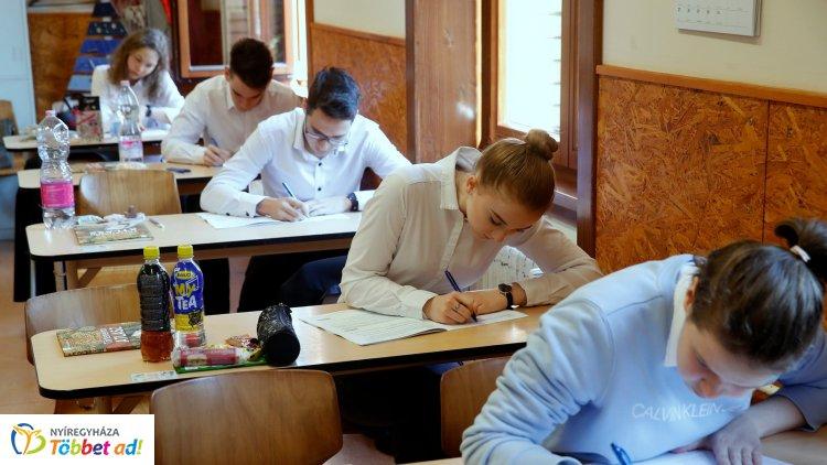 Friss adatok – Kiválóan teljesítettek a diákok az idei érettségin!