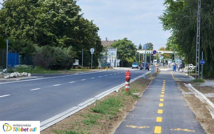 Jelentős útfejlesztések a Kertvárosban! A Derkovits utcán befejeződtek a munkálatok