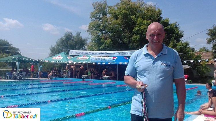 Cseh Imre - öt szám, négy érem a hétvégi szenior úszóversenyen!