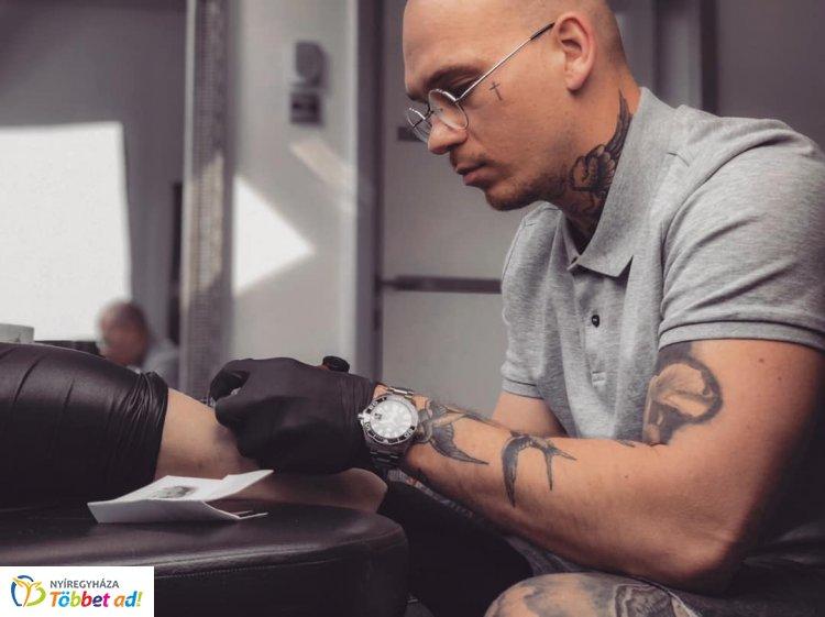 Divatból ne szülessenek tetoválások - P. Földi Krisztina írása