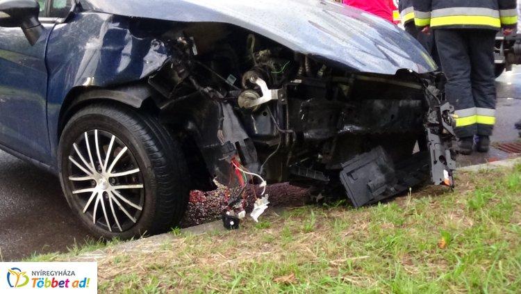 Egy utas megsérült – Baleset történt Sóstón, a Fürdő és a Napfény utca kereszteződésében
