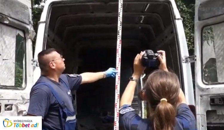 Illegális migránsok a kisbuszban – 31 migráns tartózkodott a Polgáron közlekedő járműben