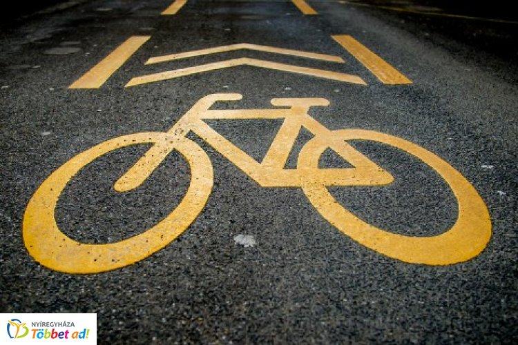 Jó hír a kerékpárosoknak – Itt kapott új aszfaltburkolatot a kerékpárút!