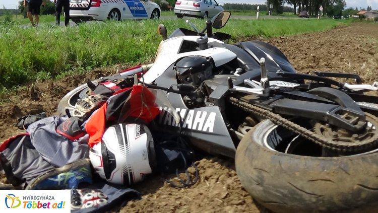 Motoros a szántóföldön - Elvesztette uralmát a járműve felett, kórházba szállították