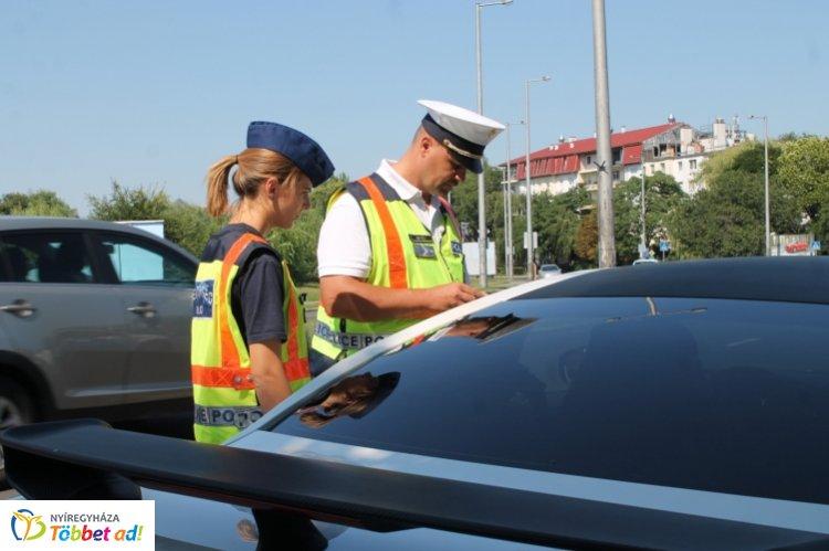 Közlekedésbiztonsági ellenőrzés - Közel 300 járművezetőt ellenőriztek