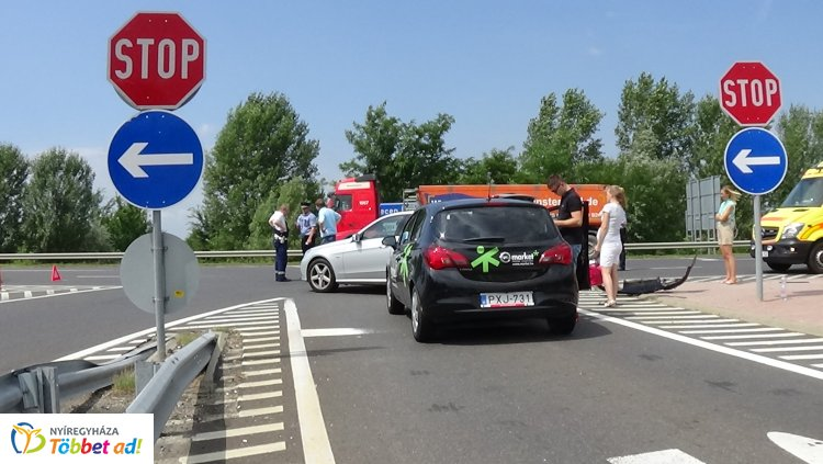 Hármas karambol az M3-as autópálya Debreceni úti felhajtójánál