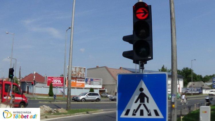 Új jelzőlámpa segíti a biztonságos közlekedést - Hogy hol?