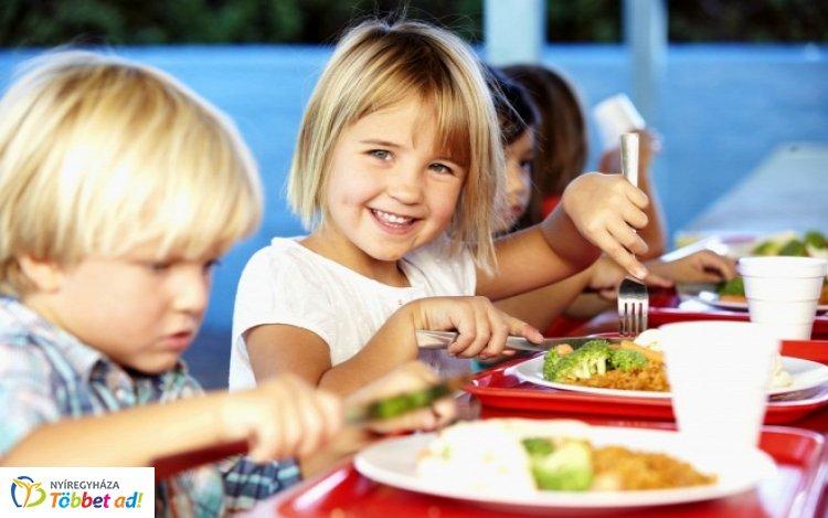 Közel ezer gyerek étkeztetéséhez járul hozzá a tanítási szünnapokon az önkormányzat