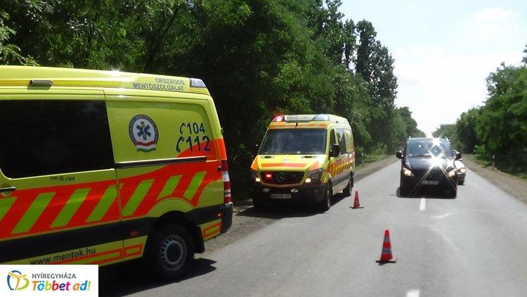 Nyírjestanya külterületén egy távolsági autóbusz és egy autó ütközött