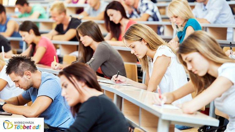 Az alacsony kamatok miatt jelentősen nőtt a diákhitelesek száma