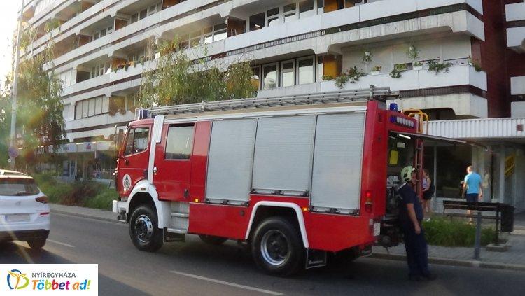 Füstszivárgás miatt riasztották a tűzoltókat egy belvárosi bevásárlóközpontba