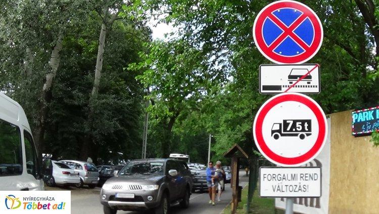 Változik a forgalmi rend a Tölgyes utcán – Ezek a járművek nem hajthatnak be!
