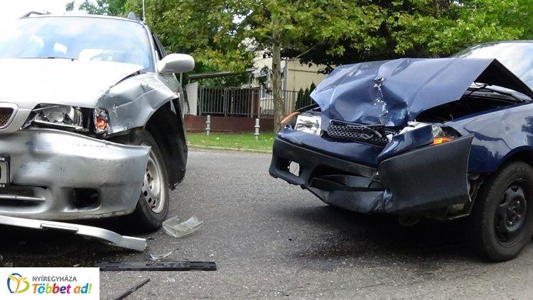 Ismét elsőbbségadás hiánya miatt történt baleset a Korányi Frigyes utcán