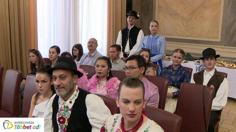 Egzotikus fellépőkkel kezdődött a 9. Nyírség Nemzetközi Néptáncfesztivál Nyíregyházán!