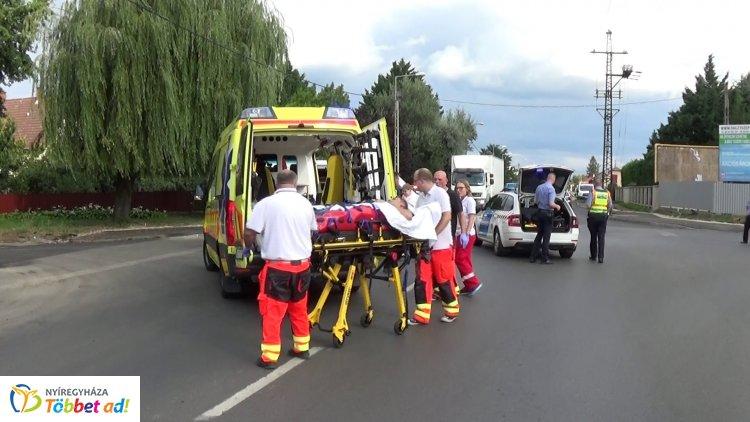 Kórházba szállították a Kállói és a Tünde utca kereszteződésében karambolozó robogóst
