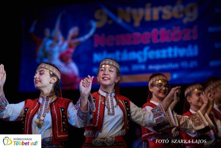 Világok Tánca - Amerika, Ázsia és Európa kiváló táncosai táncoltak egy színpadon
