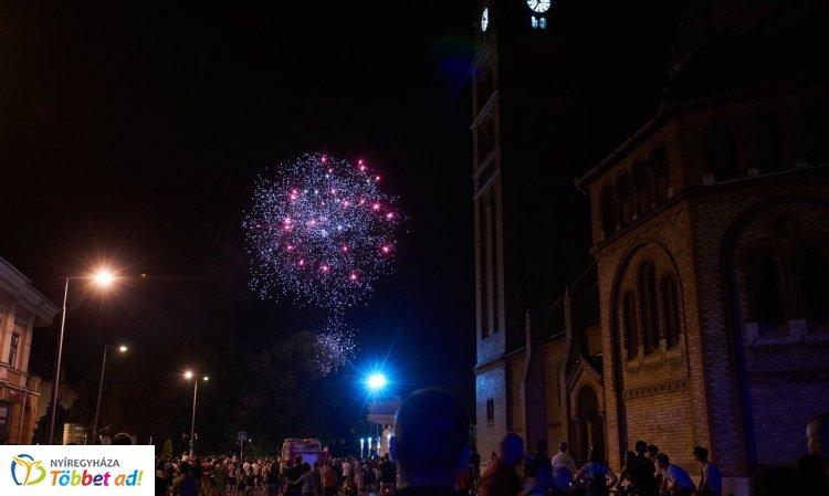 Tűzijáték koronázta meg az augusztus 20-ai ünnepi programokat Nyíregyházán – Fotók!
