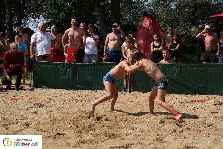 Nemzetközi strandbirkózó verseny – Több mint húsz súlycsoportban hirdettek győztest