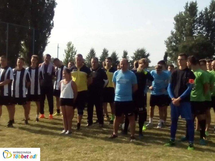 Rozsréti focitorna - Újfehértóra került az első helyezettnek járó serleg