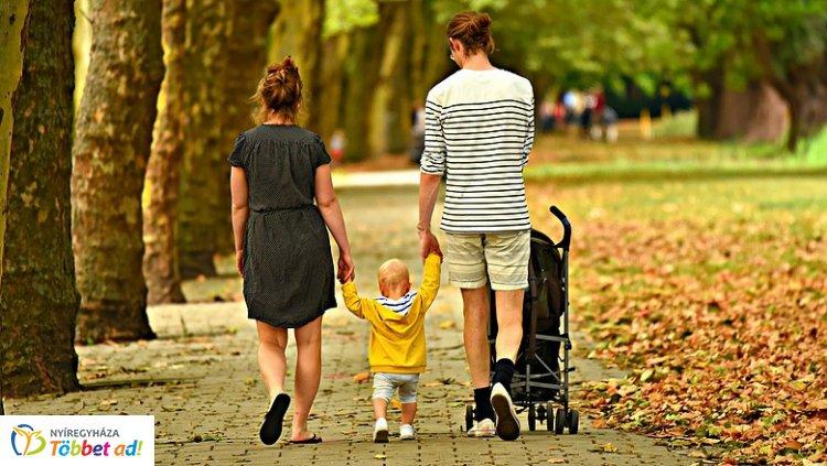 Az iskolakezdés segítésére már péntektől érkeznek a szeptemberi családtámogatások