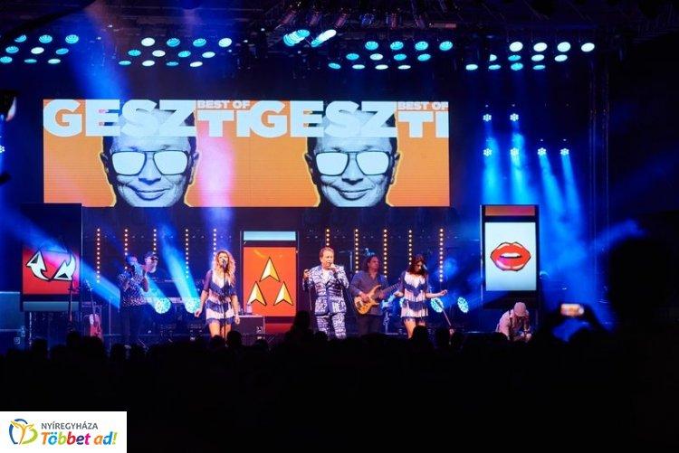 Best of Geszti koncert volt a VIDOR Fesztiválon pénteken -  Megtelt a Kossuth tér
