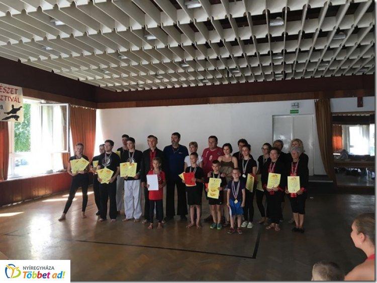 Vizsga és verseny - a Tai Qi Boxing SE növendékei összemérték erejüket
